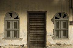 Projeto velho da forma da porta da rua Imagens de Stock Royalty Free
