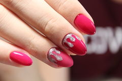 Projeto vermelho do tratamento de mãos com prata Imagem de Stock Royalty Free