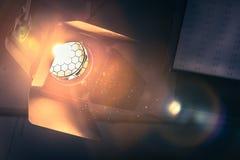 Projetor alaranjado profissional do estúdio em um estúdio da tevê Partículas de poeira iluminadas fotografia de stock royalty free