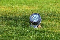 Projetor bonde na grama verde fotografia de stock