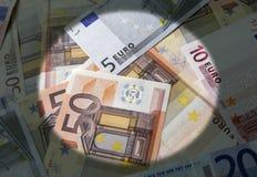 Projetor na moeda do Euro fotografia de stock