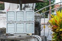 Projetor que ajusta-se exterior no tenple tailândia fotos de stock royalty free