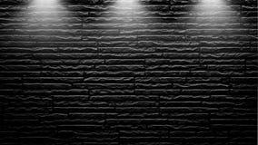 Projetores altamente contrastados em uma parede de tijolo preta exterior imagem de stock royalty free