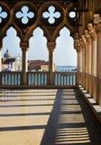 Projetos das colunas do palácio dos doges fotografia de stock