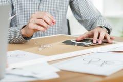 Projets sur la table Image stock