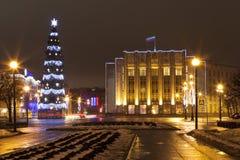Proletarische Diktatur der Straße Weihnachtsbaum und das Gebäude der Leningrad-Region St Petersburg Stockfotografie