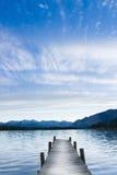 Prolongación del andén en el lago Fotografía de archivo
