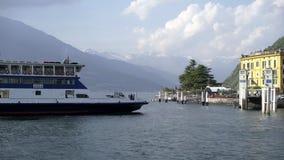 Prom żegluje wzdłuż jeziornego Como zdjęcie wideo