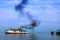 Prom i dym od silnika Zdjęcia Stock