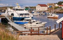 Prom, łodzie rybackie na Norweskim schronieniu Zdjęcia Stock