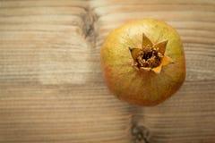 Promegranates на деревянной предпосылке Стоковое Фото