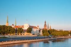 对道加瓦河Promenad的看法,在里加,拉脱维亚 Ab Dambis 旅行 免版税库存图片