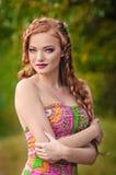 promenad av den redheaded flickan Royaltyfria Foton