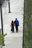 promenad för 2 vänner Royaltyfri Foto