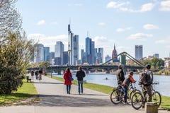 Promenad i den Frankfurt strömförsörjningen, Tyskland Arkivbild