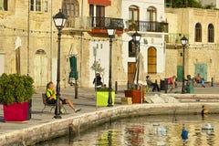Promenad i St Julians, Malta Arkivbild