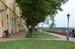 Promenad på den Petrovaradin fästningen Royaltyfria Bilder
