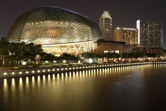 Promenad - teatrar på fjärden, Singapore royaltyfria bilder