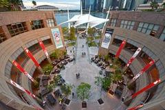 Promenad - teatrar på fjärden, Singapore royaltyfria foton