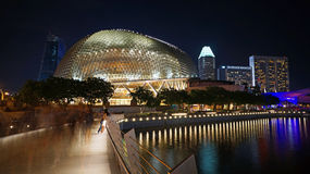 Promenad - teatrar på fjärden, Singapore royaltyfri foto