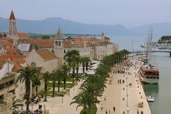 promenad Trogir croatia Arkivfoton