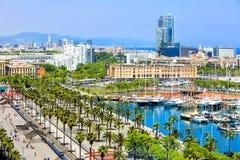 Promenada wzdłuż kuszetki Moll De Los angeles Fusta, muzeum Catalunya historia w Barcelona porcie, Barceloneta Zdjęcia Royalty Free