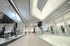Promenadawinkelcentrum in Boekarest, Roemenië royalty-vrije stock fotografie