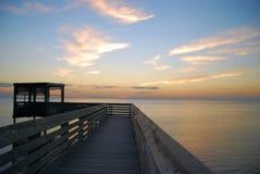Promenade au-dessus de Laguna Madre image stock