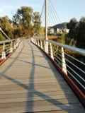 Promenade au-dessus du pont photo libre de droits