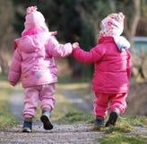 Promenade avec la soeur Photo stock