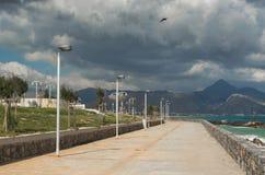 Promenade bij de overzeese kust in Rethymno-stad, Kreta, Griekenland stock afbeeldingen