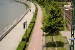 Promenade in Boedapest dichtbij Nationaal Theater Royalty-vrije Stock Afbeelding