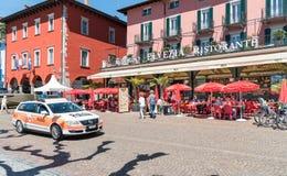 Promenade célèbre de lac dans la vieille ville d'Ascona image libre de droits