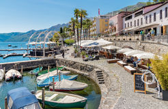 Promenade célèbre de lac dans la vieille ville d'Ascona, Suisse Photographie stock
