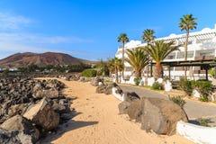 Promenade côtière avec des plantes tropicales dans le Blanca de Playa Photo stock