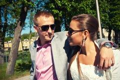 Promenade d'été de couples Image libre de droits