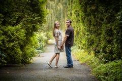 Promenade d'amour de couples Images stock