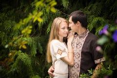 Promenade d'amour de couples Image libre de droits