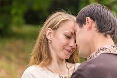 Promenade d'amour de couples Photo stock