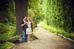 Promenade d'amour de couples Photo libre de droits