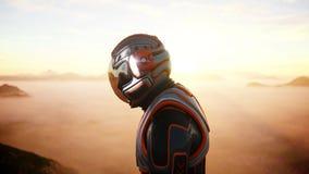 Promenade d'astronaute sur la planète étrangère Martien trouble dessus Concept de la science fiction rendu 3d Image stock