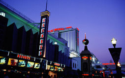 Promenade d'Atlantic City la nuit Images stock