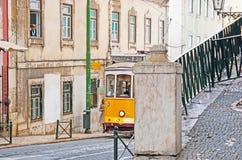 Promenade dans Alfama de Lisbonne image libre de droits