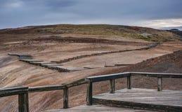 Promenade dans la région géothermique de Krafla de l'Islande Image stock