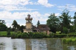 Promenade dans le domaine de Marie Antoinette, château de Versailles, France photographie stock libre de droits