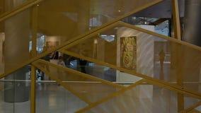 Promenade dans le grand mail Belle architecture clips vidéos