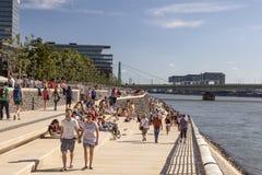Promenade de bord de mer à Cologne, Allemagne photographie stock