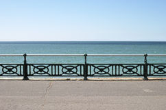 Promenade de bord de mer. Brighton. LE R-U photographie stock libre de droits