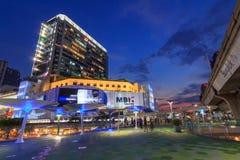 Promenade de ciel de MBK dans le temps de coucher du soleil Images stock