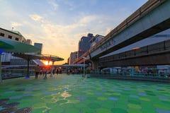 Promenade de ciel de MBK dans le temps de coucher du soleil Photos stock